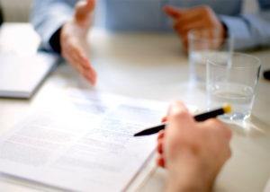Можно ли перевести работника с договора на неопределенный срок на срочный договор