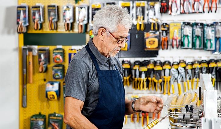 Можно ли уволить работающего пенсионера?